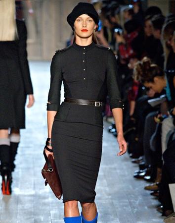 Виктория бекхэм черное платье фото